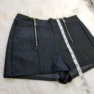 NWOT F21 Faux Leather Zipper Shorts S Black